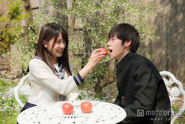 入山杏奈(左)