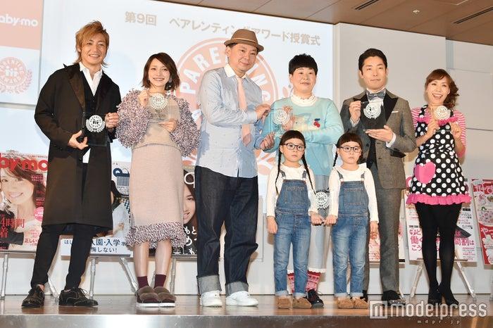 (左から)つるの剛士、後藤真希、鈴木おさむ氏、大島美幸、りんあんちゃん、中田敦彦、みきママ (C)モデルプレス