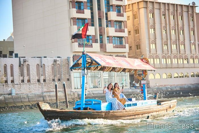 風を切って気分はアラブの船乗り(C)モデルプレス
