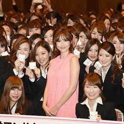 モデルプレス - 紗栄子、サマンサ入社式にサプライズ登場 粋なはからいに新入社員が涙