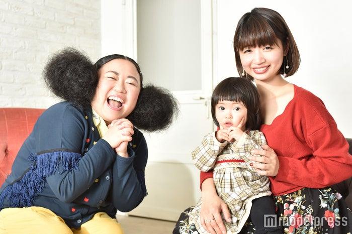 (左から)江上敬子、宗香里さんとお子さん(C)モデルプレス