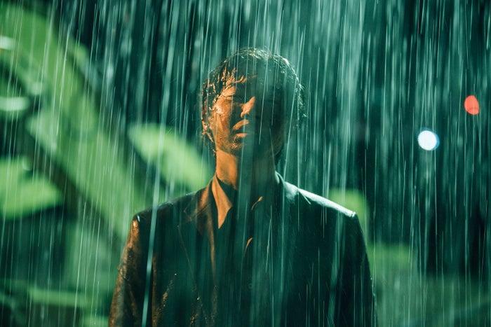マイナス3℃の極寒の中、泥まみれで雨に打たれ叫ぶ/映画『ラ』で主演をつとめる桜田通(提供写真)