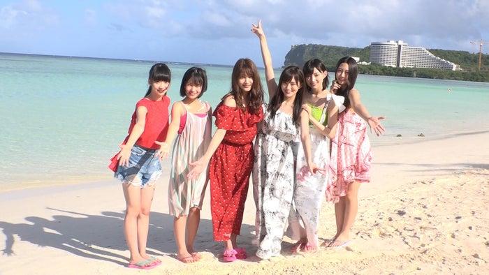 「公式インスタグアマー」に就任した(写真左から)荻野由佳、朝長美桜、入山杏奈、山本彩、太田夢莉、古畑奈和(提供写真)