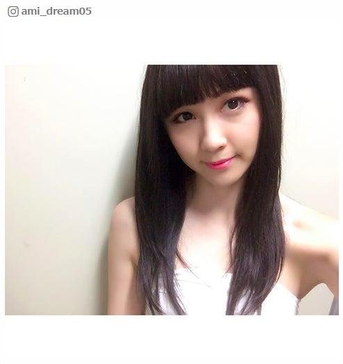 """E-girls・Amiの""""黒髪""""に驚きの声殺到「鷲尾ちゃんに似てる」「イメチェンどころじゃない」/Ami Instagramより"""