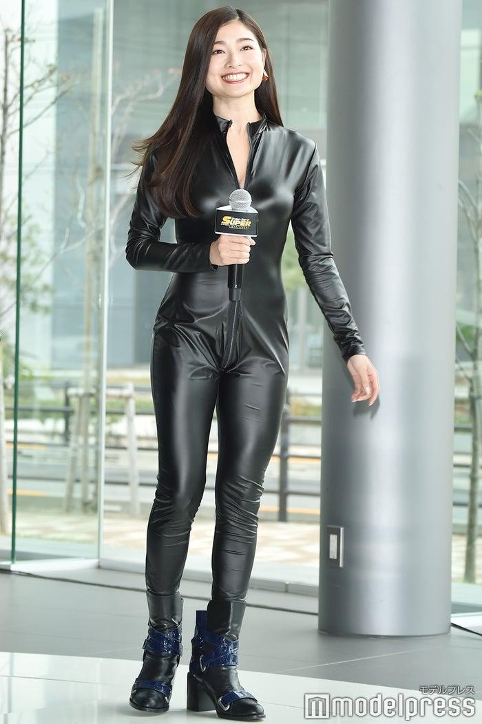 スーツ 女性 ライダー