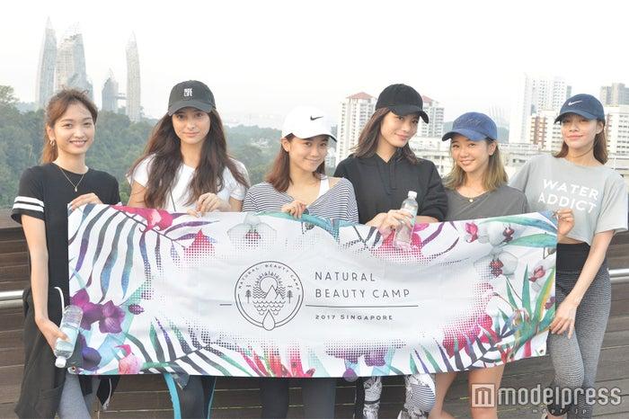 (左から)安井レイ、石田ニコル、宮城舞、島袋聖南、kiy、難波サキ (C)モデルプレス