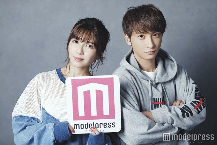(左から)宇野実彩子、與真司郎 (C)モデルプレス