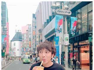 ゆず北川悠仁、渋谷センター街でタピる「美味くて焦る」