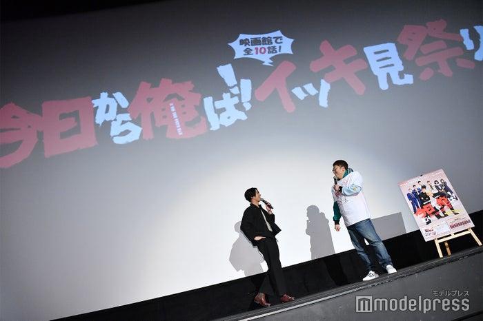 賀来賢人、福田雄一監督(C)モデルプレス