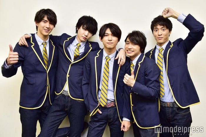 (左から)甲斐翔真、桜田通、吉沢亮、松岡広大、松島庄汰 (C)モデルプレス