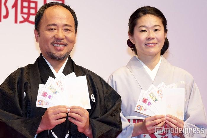 セレモニーに出席したマキタスポーツ、澤穂希さん (C)モデルプレス