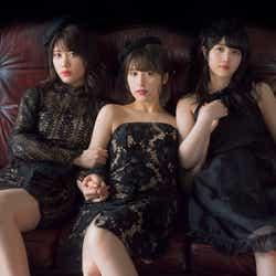 モデルプレス - 乃木坂46衛藤美彩・伊藤純奈・久保史緒里、素肌透ける黒ドレスで色気漂う