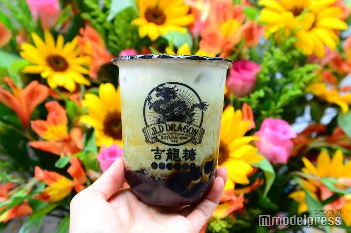 黒糖抹茶タピオカラテ630円(日本限定)(C)モデルプレス