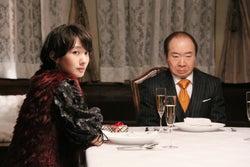 波瑠、中村梅雀/「もみ消して冬」第1話より(C)日本テレビ