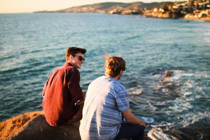 きちんと友達に紹介してくれるのは本気である証拠/photo by GAHAG