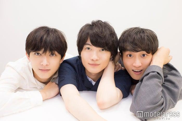 モデルプレスのインタビューに応じた(左から)吉沢亮、神木隆之介、小関裕太 (C)モデルプレス