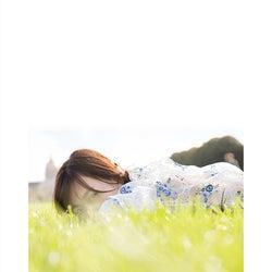 山下美月1st写真集「忘れられない人」通常版裏表紙(撮影/須江隆治)
