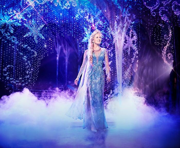 『アナと雪の女王』Caissie Levy as Elsa in FROZEN on Broadway. Photo by Saint (C)Disney 海外公演より