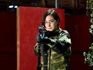 広末涼子、迷彩服でエアガン撃ち放つ 「桜の塔」サバイバルゲーム
