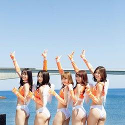 (左から)山口はのん、福江菜々華、鈴木ユリア、乙顔聖加、林ゆめ(C)中山雅文 /ヤングマガジン