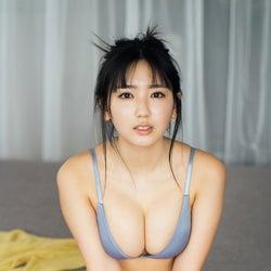 沢口愛華、豊満バスト全開 ナチュラルな表情で魅了