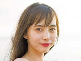 井桁弘恵、白肌輝くビキニ姿披露 初のカレンダー発表
