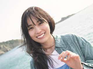 乃木坂46賀喜遥香「笑顔に自信が持てるようになった」長く美しい肢体も披露