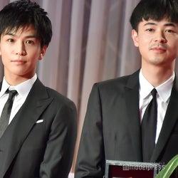 (左から)岩田剛典、成田凌(C)モデルプレス