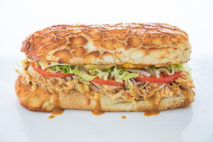 カリッと焼き上げたパンが美味しい/画像提供:アイクス・ラブ&サンドウィッチ