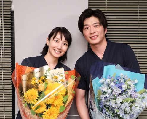 波瑠&田中圭「ナイト・ドクター」手術シーンでクランクアップ「岸をイジりすぎちゃったかな」