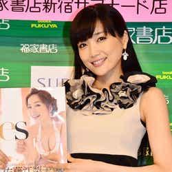 モデルプレス - 佐藤江梨子、「無修正ではない」約10年ぶりのビキニグラビアを語る