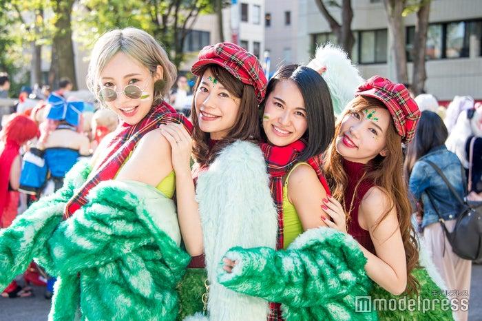 (左から)桃ふじ、前濱瞳、七尾エレナ、Abby(C)モデルプレス