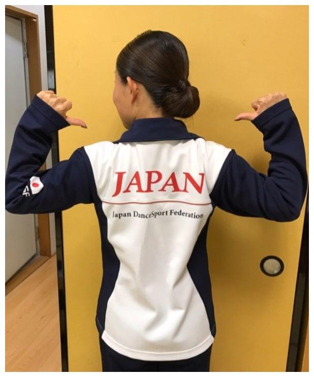 ジャパンジャージを着た後ろ姿/キンタロー。オフィシャルブログ(Ameba)より