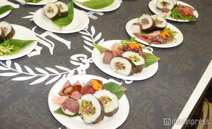 熟成肉を使った1プレートが人気 (C)モデルプレス