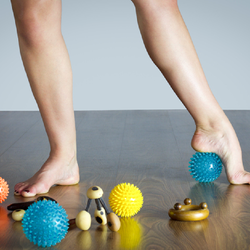 足裏をほぐすと全身がほぐれる!足裏筋膜リリースのやり方