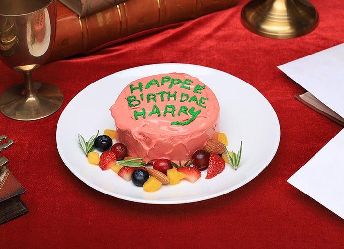 HAPPEE BIRTHDAE ケーキ税込1,100円(提供画像)