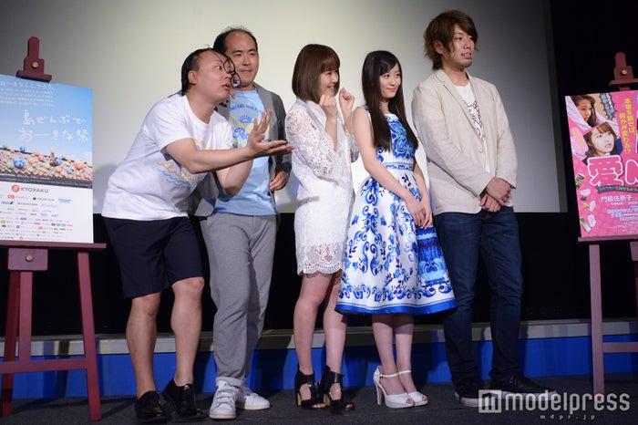 (左から)トレンディエンジェル、門脇佳奈子、上西恵、古東風太郎監督(C)モデルプレス
