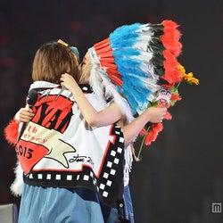 加藤ミリヤ、ファンに感謝のキス&号泣「10年間の愛と感謝をみんなに伝えたい」
