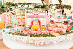 """まるで苺スイーツの遊園地!ヒルトン東京ベイで""""3ヶ月限定""""苺デザートビュッフェ"""