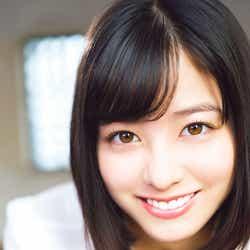 """モデルプレス - 橋本環奈、2年ぶりの試み 真っ白なブラウス姿が""""天使すぎる"""""""
