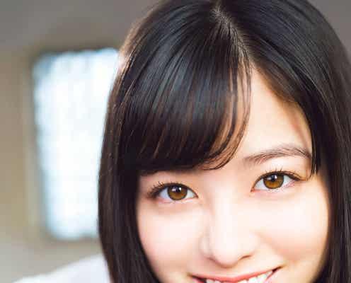 """橋本環奈、2年ぶりの試み 真っ白なブラウス姿が""""天使すぎる"""""""
