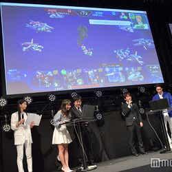 ゲームで対戦中(C)モデルプレス
