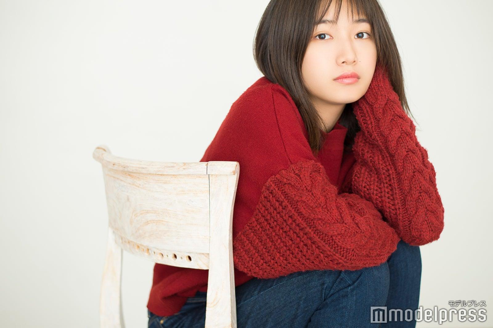 2000年5月8日生まれ、東京都出身。2017年デビュー。デビュー直後のオーディションで決まった出演作品「LINE」のWEB動画の再生回数がYou  Tubeで190万回を超え話題となる