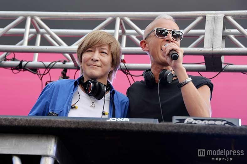 デビュー20周年プロダクト第1弾「Remode 1」リリース記念イベントを開催したglobe(左から)小室哲哉、マーク・パンサー【モデルプレス】