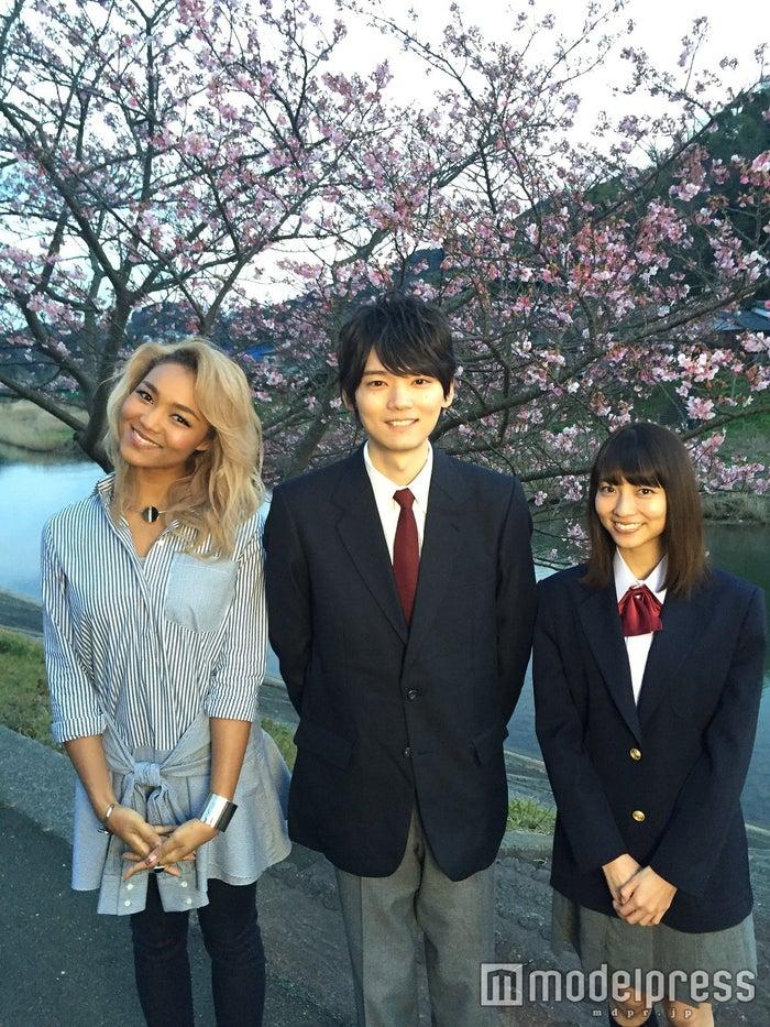 (左から)Crystal Kay、古川雄輝、小島梨里杏