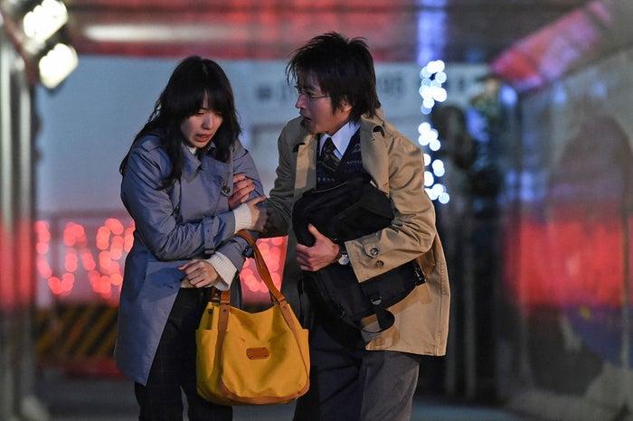 戸田恵梨香、藤原竜也/『リバース』第3話より(画像提供:TBS)