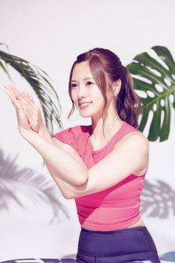 乃木坂46白石麻衣はヨガ姿も美しい 桜井玲香とリフレッシュ