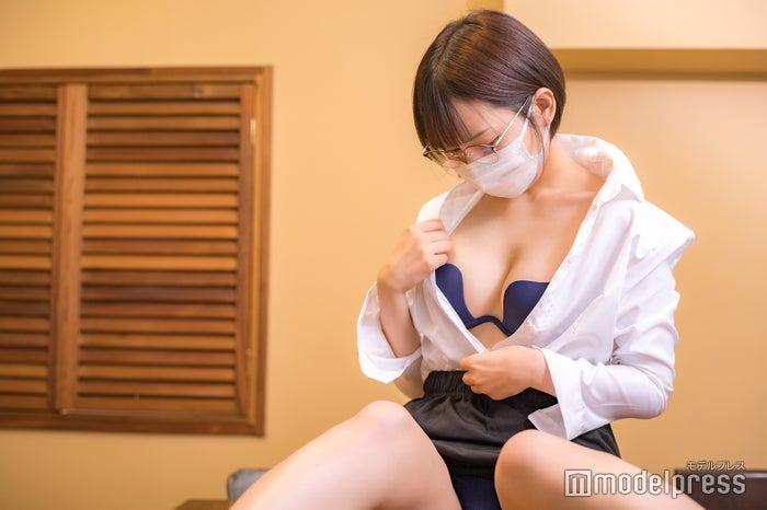 顔 丸の内olれいな 丸の内OLレイナの本名は川越春奈?顔出し画像や彼氏、仕事も紹介。