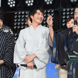 (左から)林遣都、田中圭、吉田鋼太郎(C)モデルプレス