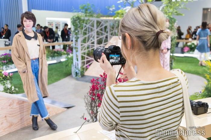 綺麗な写真に驚きの前山奈津巴さん(C)モデルプレス